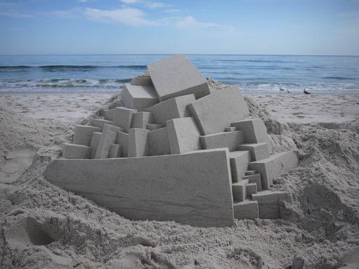 Скульптор Calvin Seibert создает на пляже восхитительные геометрические инсталляции