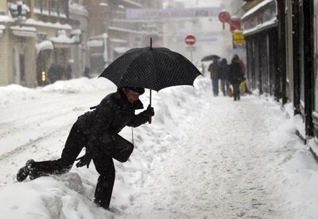 Восточная Европа страдает от резкого похолодания и обильных снегопадов