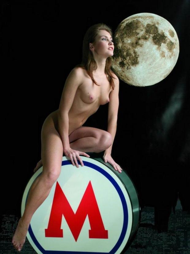 Эротический календарь московского метрополитена 2013