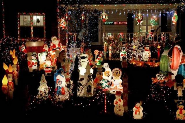 Рождественская иллюминация во дворах американцев