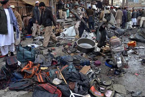 серия терактов в Пакистане: более ста погибших