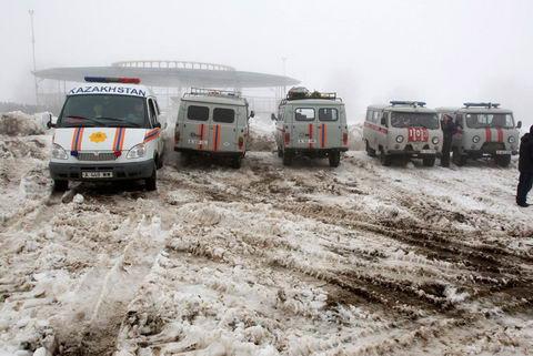 Крушение самолета CRJ 200 под Алматы
