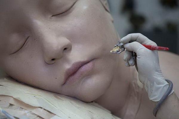 гиперреалистичностью скульптуры мокрых людей Кэрол Фейерман