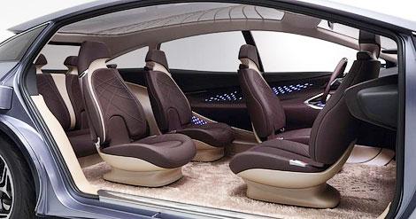 «Тойота» показала компактвэн с поворачивающимся передним креслом