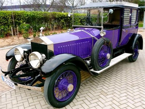 Фиолетовый Rolls-Royce Ghost
